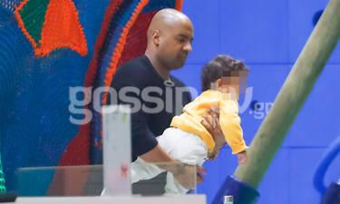 Ησαΐας Ματιάμπα: Έγινε παιδί και απόλαυσε παιχνίδια με τον γιο του στον παιδότοπο (photos)