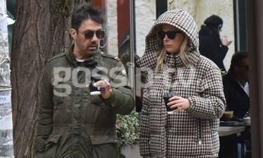 Ο Γιώργος και η Βίλλυ Θεοφάνους για shopping therapy – Με κουκούλα η σύζυγος του συνθέτη (photos)