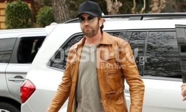 O Gerard Butler στην Αθήνα – Το δερμάτινο jacket και ο Χολιγουντιανός «αέρας» (Photos)