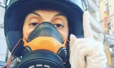 Κορονοϊός: Ελληνίδα ηθοποιός βγήκε με... ενισχυμένη μάσκα για να προστατευτεί από τον ιό! (photos)