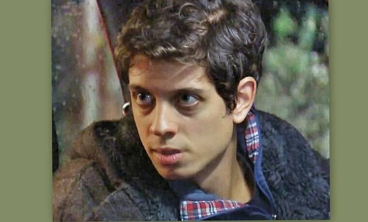 Elif: Ο Ερκούτ πιάνει τον Μουράτ να ψάχνει στα συρτάρια του γραφείου του! (Photos & Video)