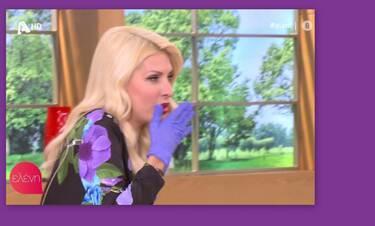 Κορονοϊός: Ελένη Μενεγάκη: Μοναδική στιγμή! Την έπιασε βήχας και απολογήθηκε!