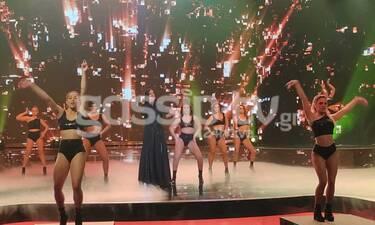 YFSF: Ο Νικόλας Ραπτάκης έγινε η Λένα Ζευγαρά και το πλατό πήρε φωτιά σε μια εμφάνιση έπος!