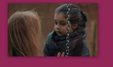 8 Λέξεις: Δες πώς περνά η μικρή Τζουλιάνα με την αδερφή της στο σπίτι και θα λιώσεις!