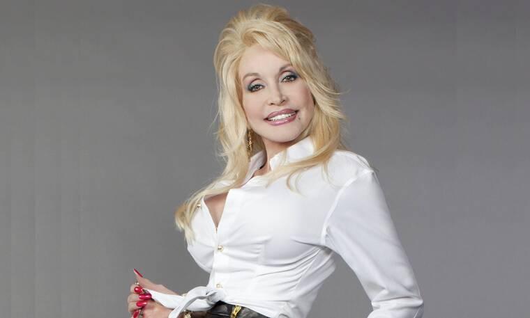 Dolly Parton: «Σκοπεύω να είμαι ξανά στο εξώφυλλο του Playboy» (photos)