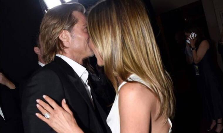 Όπα... τι εννοείς όταν λες Brad Pitt και Jennifer Aniston παντρεύονται κρυφά στην παραλία;