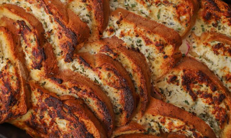 Αλμυρή πουτίγκα με ψωμί και ρικότα