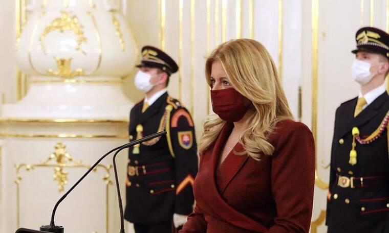 Κορονοϊός: Πρόεδρος κράτους είναι σε καραντίνα με στυλ και δημιουργεί trends (photos)