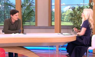 Ελένη Μενεγάκη: O Κουτσογιαννόπουλος εμφανίστηκε με γάντια στην εκπομπή (Video)