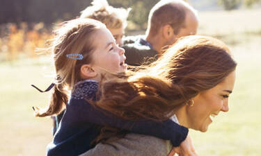 Kate Middleton: Τα παιδιά της χειροκροτούν γιατρούς & νοσηλευτές και γίνονται viral (vid)