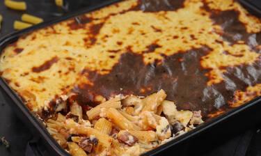 Ριγκατόνι με χωριάτικο λουκάνικο στο φούρνο