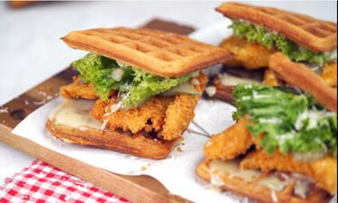 Chicken waffle burger από τον Γιώργο Τσούλη