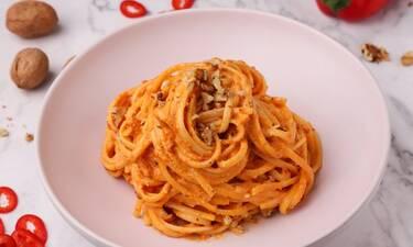 Λιγκουίνι με σάλτσα κόκκινης πιπεριάς