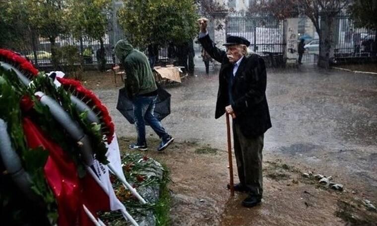 Ο Αλέξης Τσίπρας αποχαιρετά τον Μανώλη Γλέζο: «Η Αριστερά, όλοι μας, νιώθουμε σήμερα ορφανοί»