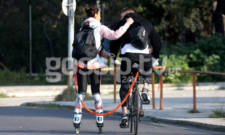 Το ζευγάρι παίρνει τους δρόμους με ποδήλατα και πατίνια (photos)