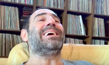Ο Κανάκης γύρισε το τρέιλερ των Ράδιο Αρβύλα από το σπίτι του με την κόρη του να συμμετέχει (video)