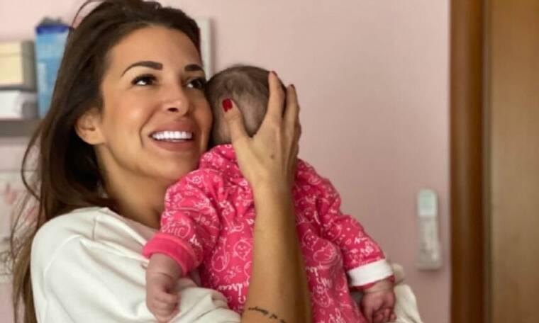 Έτσι νανούριζε στο νοσοκομείο την κορούλα της η Ελένη Χατζίδου! Μας έκανε να... λιώσουμε! (video)