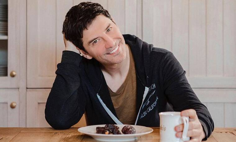Σάκης Ρουβάς: Αναρωτιέσαι τι τρώει και έχει αυτό το κορμί; Δες το πρωινό του και θα καταλάβεις (pic)