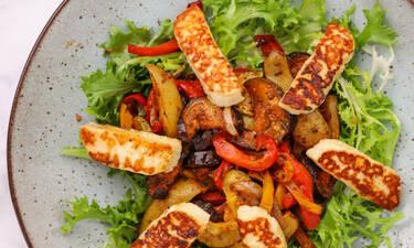 Σαλάτα με χαλούμι και ψητά λαχανικά