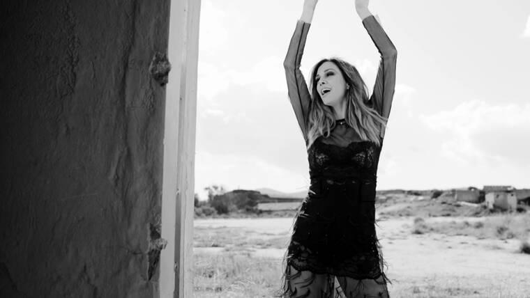 Έλλη Κοκκίνου: Ο Σάββας Πούμπουρας στο video clip της μετά τη φάρσα που της έστησε!