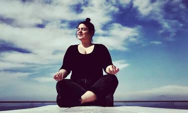 Η  Δανάη Μπάρκα αποκάλυψε σε live video τα συμπτώματά της την 12η μέρα του κορονοϊού