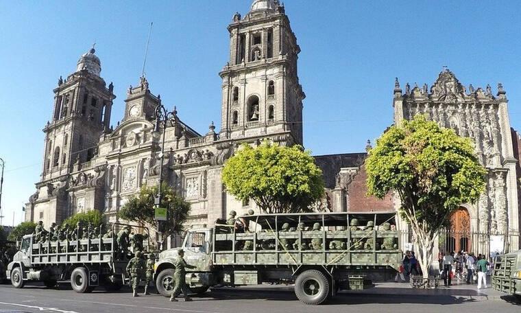 Τρομερό σκηνικό! Στρατιώτες με μάσκες έκαναν ντου σε εκκλησία - Δείτε γιατί (video)