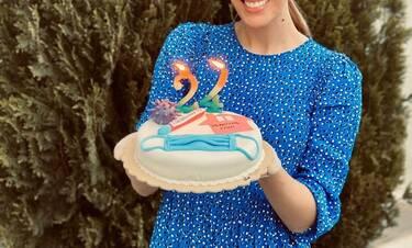 Το είδαμε κι αυτό! Γιόρτασε τα γενέθλια της με μάσκες και τούρτα «Μένουμε σπίτι» (Photos)