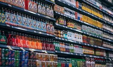 Κορονοϊός: Φρίκη σε σούπερ μάρκετ - Έγλειψε τα μισά προϊόντα!