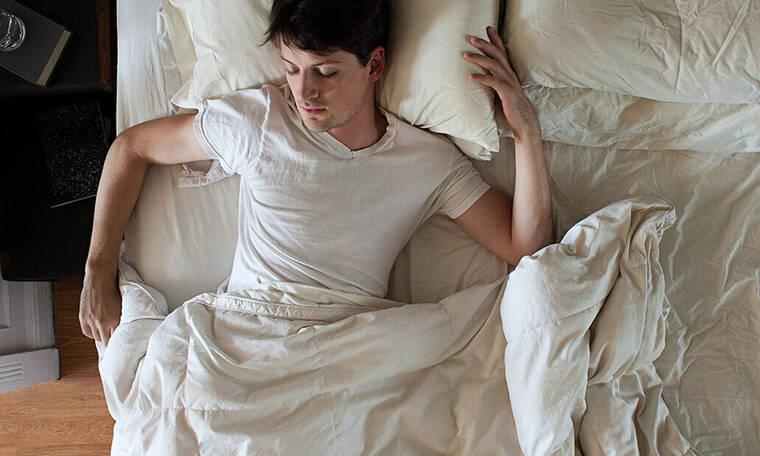 Γιατί ιδρώνεις τόσο πολύ στον ύπνο σου