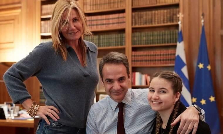 Η οικογένεια Μητσοτάκη γιορτάζει σήμερα! Η τρυφερή φωτογραφία και οι ευχές στο instagram (photos)