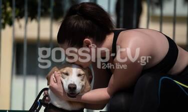 Φιλίτσα Καλογεράκου: Την τσακώσαμε να κάνει βόλτα με το σκύλο της στο Περιστέρι (photos)