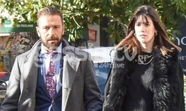 Νίκη Θωμοπούλου: Ποζάρει στο μπαλκόνι της αγκαλιά με το νεογέννητο μωρό της και έχει κορμάρα! (Pics)
