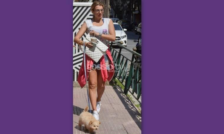 Κωνσταντίνα Σπυρoπούλου: Η μετακίνηση 6, η κοντή φούστα, η πανάκριβη τσάντα και η selfie (Photos)