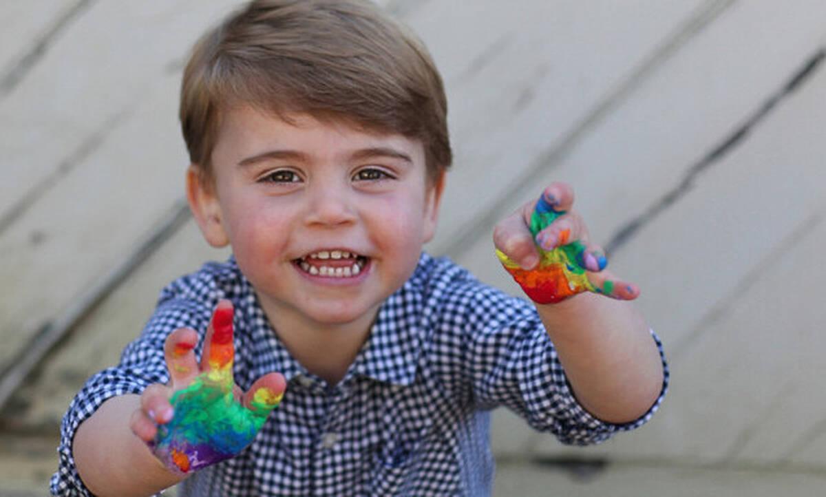 Ο Πρίγκιπας Λούις έγινε δυο ετών - Παίζει με τις μπογιές και η μαμά του Κέιτ τον φωτογραφίζει!