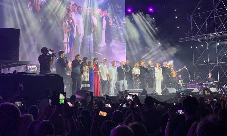 Μεγάλη Συναυλία: Όλοι Μαζί Μπορούμε - 55 χρόνια Χρήστος Νικολόπουλος (Video)