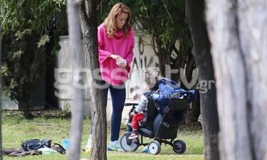 Λένα Παπαληγούρα: Έκανε βόλτα με τον γιο της και είδαμε τη φουσκωμένη της κοιλίτσα! (Photos)