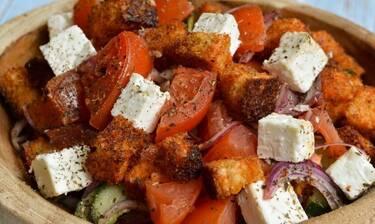 Εύκολη και γρήγορη σαλάτα Panzanella