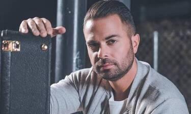 Ηλίας Βρεττός: Η τεράστια αλλαγή στην εμφάνισή του λόγω καραντίνας και το τραγούδι με τη μαμά του!