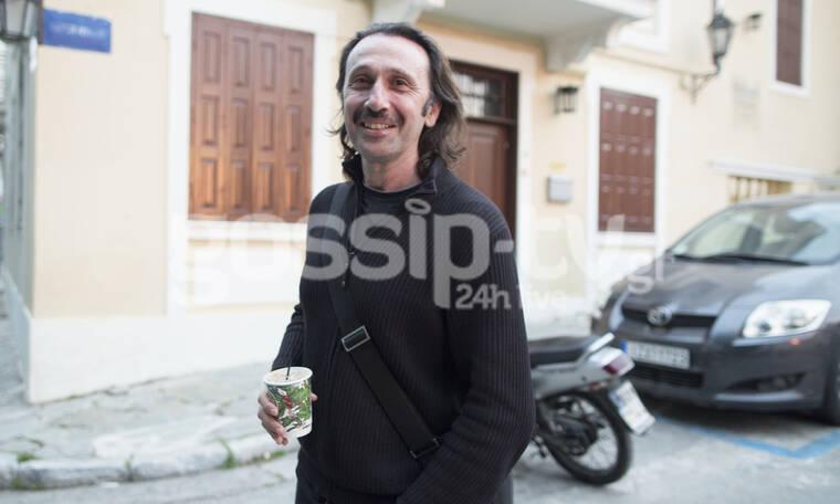 Αγνώριστος ο Ρένος Χαραλαμπίδης – Η καραντίνα του άλλαξε το look και του ταιριάζει