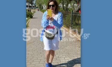 Δέσποινα Βανδή: Το περπάτημα, το αθλητικό look και τα παιχνίδια στο κινητό της! (Photos)