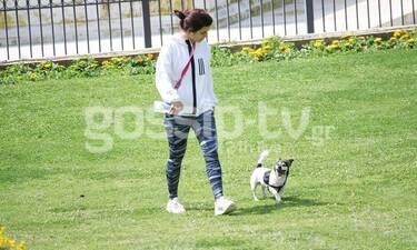 Τόνια Σωτηροπούλου: Έπιασε τον Μάη! Οι βόλτες με τον σκύλο της και οι φωτό με φόντο τα λουλούδια!