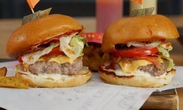 Έτσι θα φτιάξεις τα πιο ζουμερά μοσχαρίσια burgers