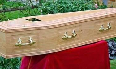 Η χειρότερη αγγελία: Δεν πέθανε η γιαγιά και τους ξέμεινε το φέρετρο!