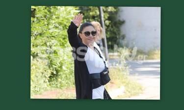 Έλενα Παπαρίζου: Την βλέπεις με το λευκό της t-shirt - Μάντεψε τι φοράει από κάτω! (Photos)