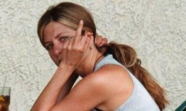 Τζένιφερ Άνιστον: Σε ποιον ύψωσε το μεσαίο δάχτυλο και έγινε viral