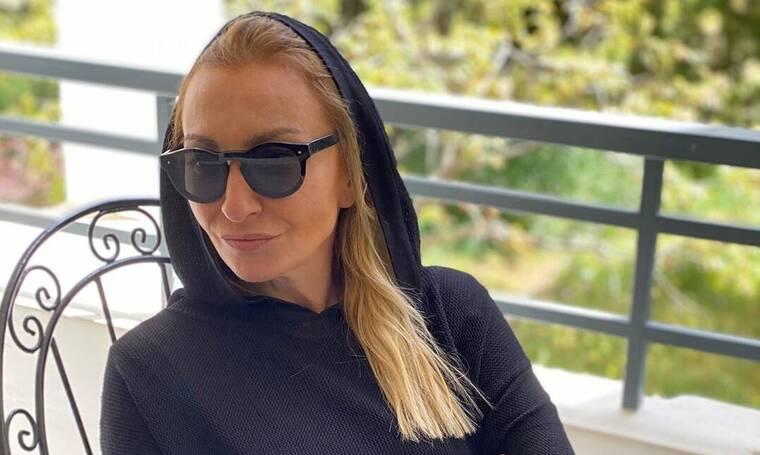 Ρούλα Ρέβη: Δεν υπάρχει! Η βεράντα της είναι πίνακας ζωγραφικής – Η φωτό που έγινε viral