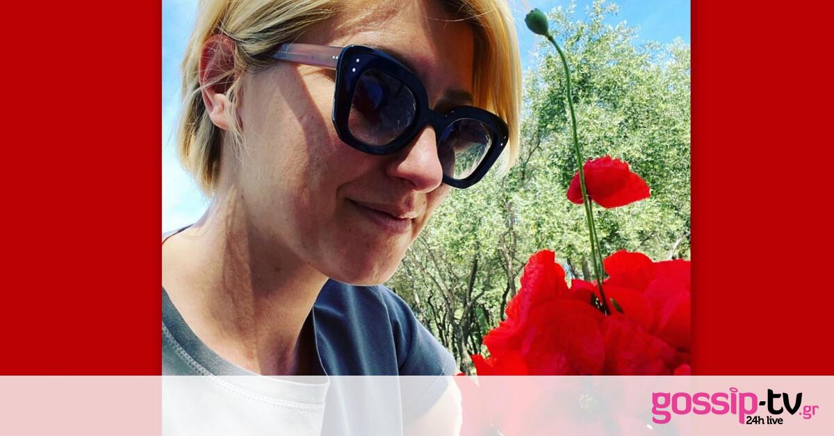 Γιορτή της μητέρας:Aυτή είναι η σπάνια φωτό της Κοσιώνη με τη μαμά και τον γιο της που έγινε viral!