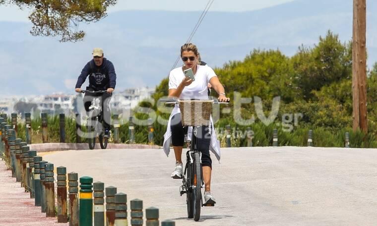 Πιο μεγάλη προσοχή Κωνσταντίνα μου! Δεν οδηγούμε -έστω και ποδήλατο- και βλέπουμε και το κινητό μας!