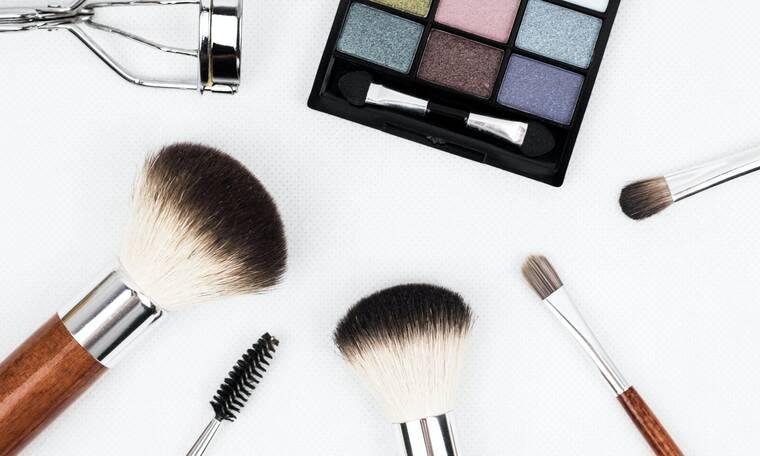 9+1 διάσημες ποζάρουν δίχως ίχνος μακιγιάζ και μας αποδεικνύουν ότι δεν το έχουν καμία ανάγκη (pics)
