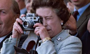 Στη δημοσιότητα αδημοσίευτες φωτογραφίες της βασίλισσας Ελισάβετ  (pics)